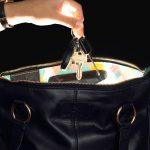 Ce sac intelligent avec une lumière interne automatique fera honte à votre sac préféré