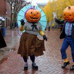Tromper ou traiter une activité COVID à haut risque, les médecins proposent des alternatives d'Halloween plus sûres